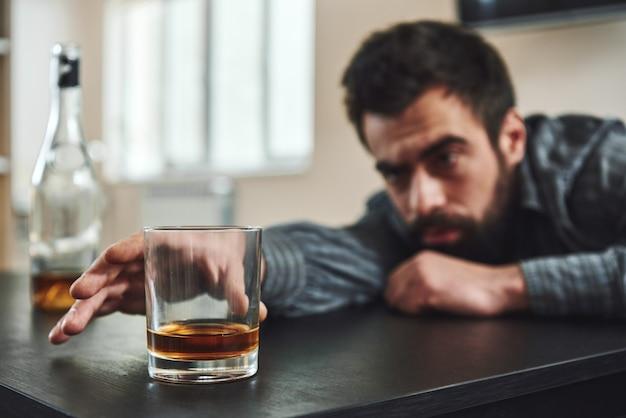 Вы должны сломаться, прежде чем сможете прорваться через злоупотребление алкоголем.