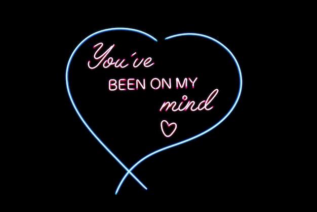 あなたはハート型のネオンテキストサインで私の心にありました
