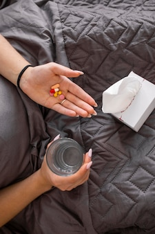 Giovane adulto a casa affetto da malattia