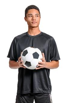 白の若いアフリカ系アメリカ人のフットボール選手