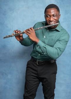 国際ジャズデーを祝う若いアフリカ系アメリカ人ミュージシャン
