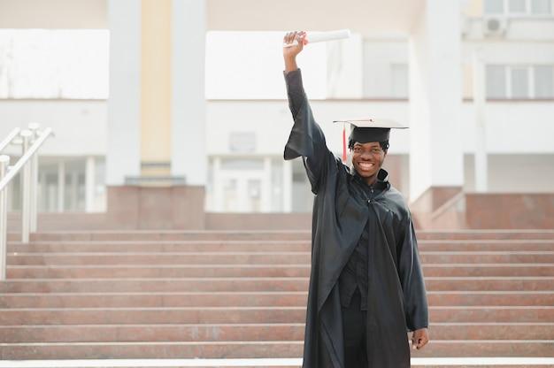 若いアフリカ系アメリカ人のティーン卒業