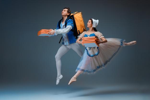 신데렐라 페어리테일 캐릭터로 젊고 우아한 발레 댄서들이 피자처럼 서둘러
