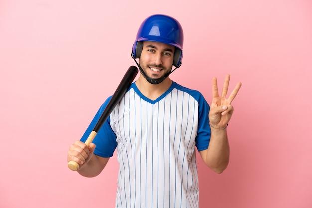 素晴らしいアイデアを指している青い背景で隔離のラグビーをしている若いアラブ人