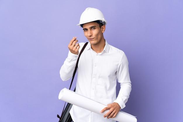 Молодой архитектор человек изолирован на стене, делая денежный жест