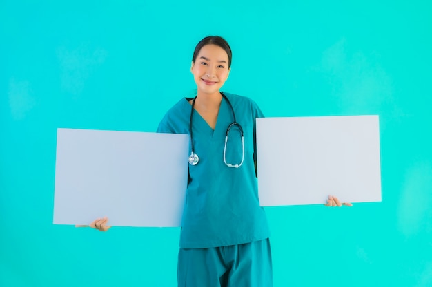 Young asian doctor woman with empty paper board