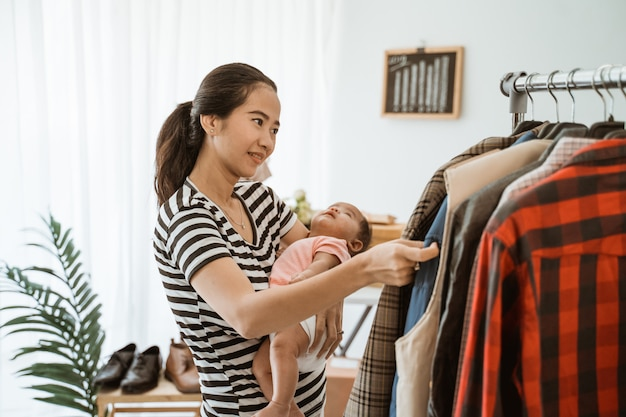 Young asian mom shopping with her daughter