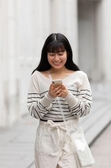 젊은 아시아 사람 초상화