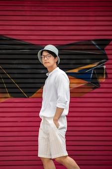 若いアジア人の肖像画