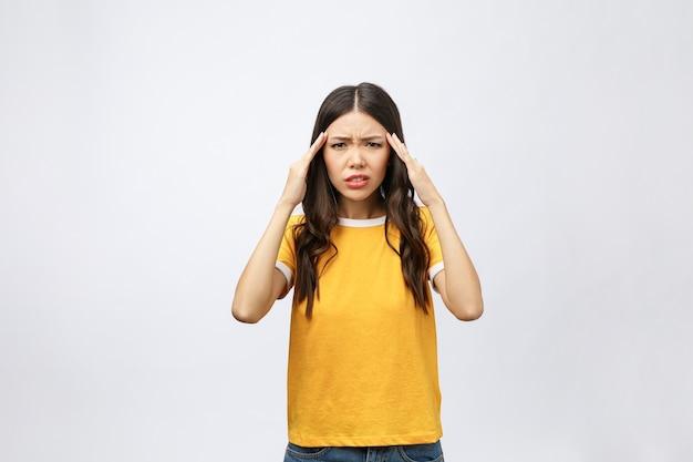 젊은 아시아 여자있어 아프고 두통