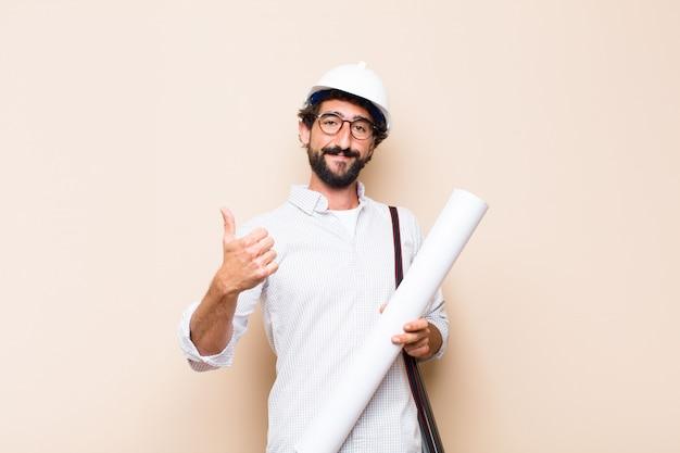 Молодой бородатый архитектор мужчина гордая поза с копией пространства