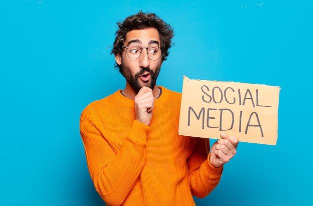 젊은 수염된 남자 소셜 미디어 개념