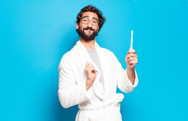 Молодой бородатый мужчина в халате и зубной щетке