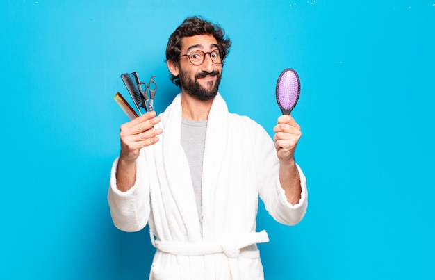 Молодой бородатый мужчина в халате. концепция ухода за волосами или бородой