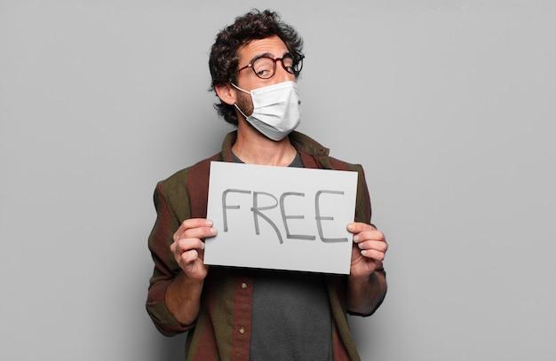 医療マスクと無料のバナーの概念を持つ若いひげを生やした男