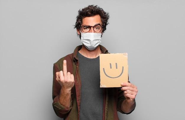 Sileコンセプトの医療マスクを持つ若いひげを生やした男
