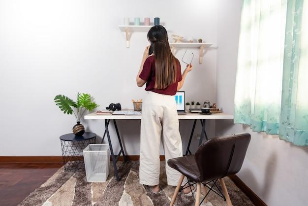 Young beautifhttps://cdn-contributor.freepik.com/snowing/4015657/previews/626/aob09243.jpgul asian woman working at home