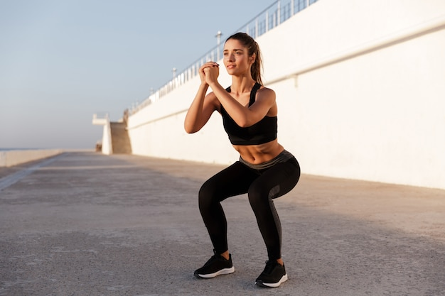 Young beautiful caucasian lady making sits-up exercise