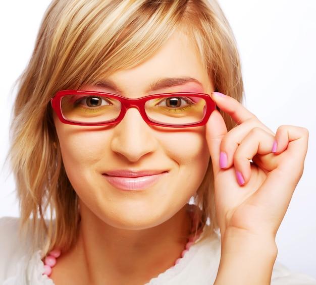 Молодой красивый женский подросток. студийный снимок. закрыть