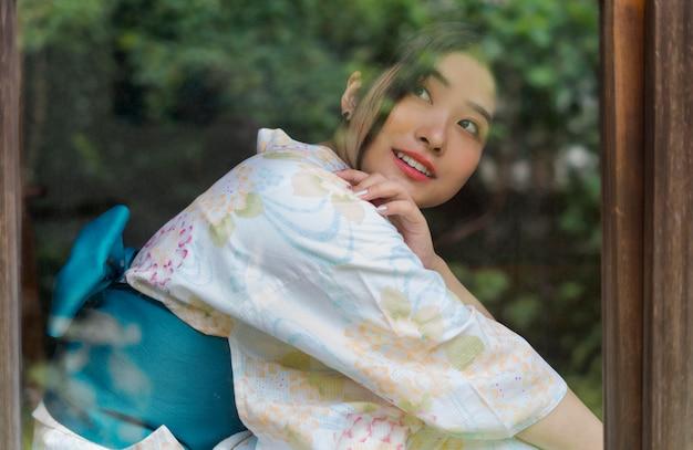 Молодая красивая японка в кимоно
