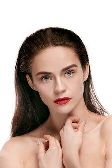 젊은 아름 다운 모델 포즈