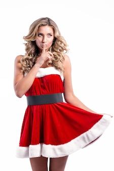 短いお祭りのドレスの毛皮の長いブロンドの髪の若い美しいサンタの女の子は、概念的なfasを構成します...