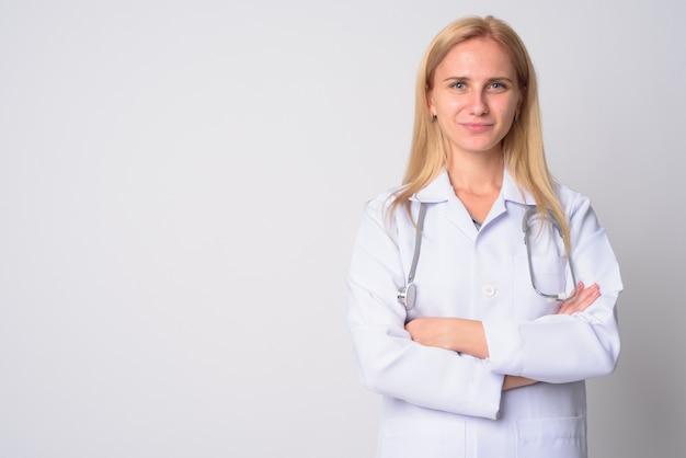 ブロンドの髪を持つ若い美しい女性医師