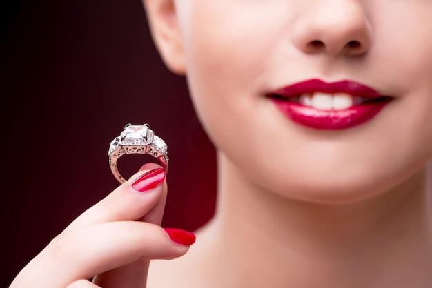 美容ファッション概念の若い美しい女性