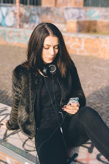 Young beautiful woman usin smartphone