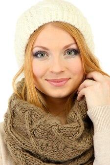 흰색 표면에 고립 된 겨울 옷을 입고 젊은 아름 다운 여자