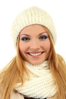흰색 절연 겨울 옷을 입고 젊은 아름 다운 여자