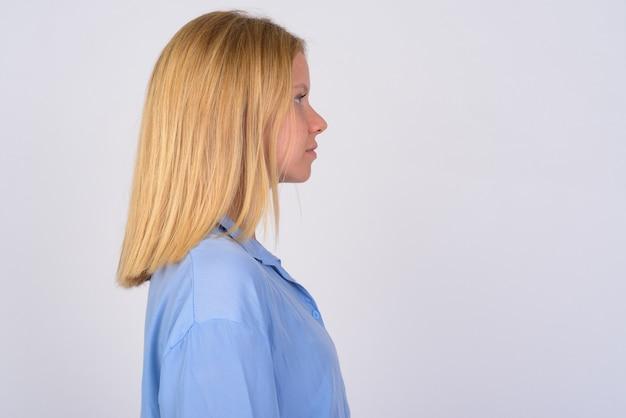 금발 머리를 가진 젊은 아름 다운 여자