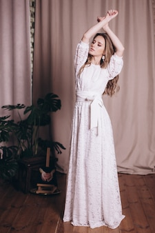 드레스에 젊은 아름다움 여자 초상화입니다. 웨딩, 우아함, 패션 컨셉