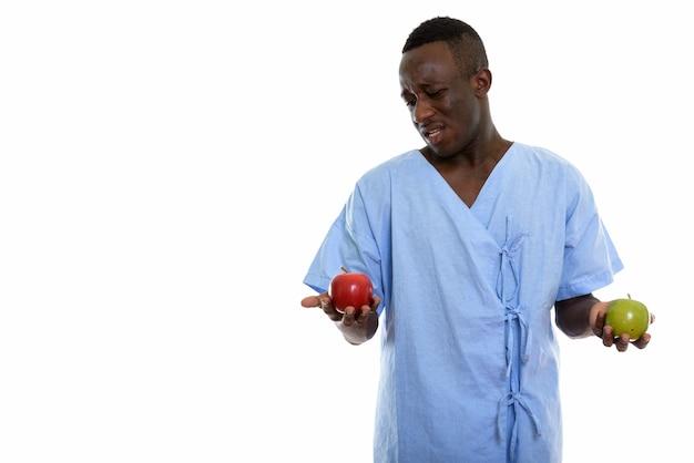 혼란 스 러 워 보이는 젊은 흑인 아프리카 남자 환자