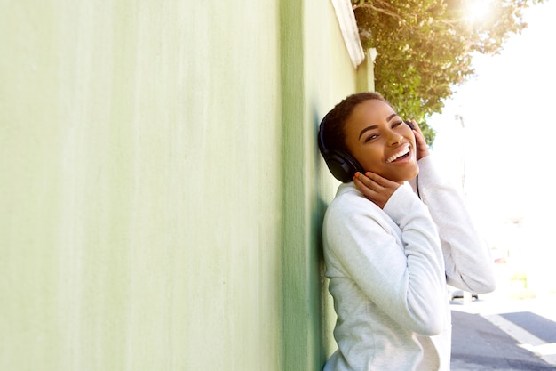 若い、黒、女、楽しむこと、音楽、ヘッドホン