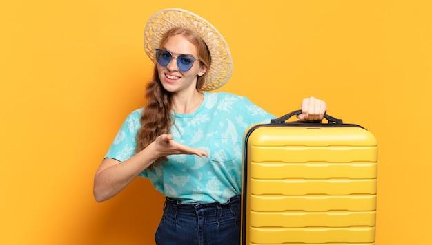 Молодая блондинка. отпуск или концепция путешествия