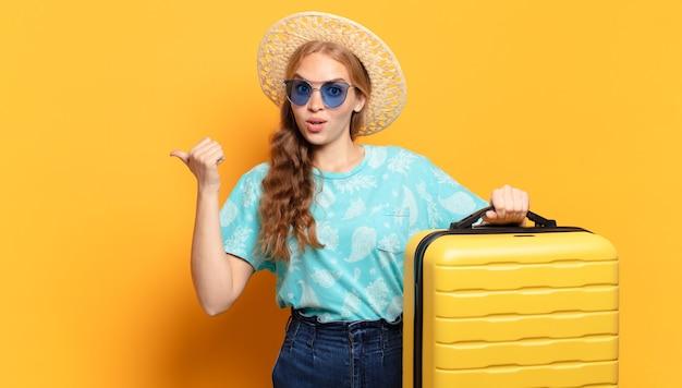 若いブロンドの女性。休日や旅行のコンセプト