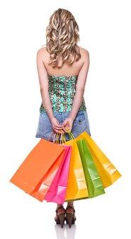 Молодая блондинка с хозяйственной сумкой