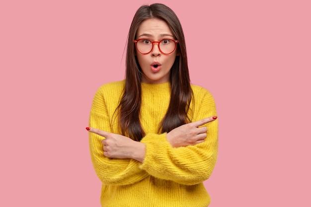 Giovane donna castana in maglione giallo
