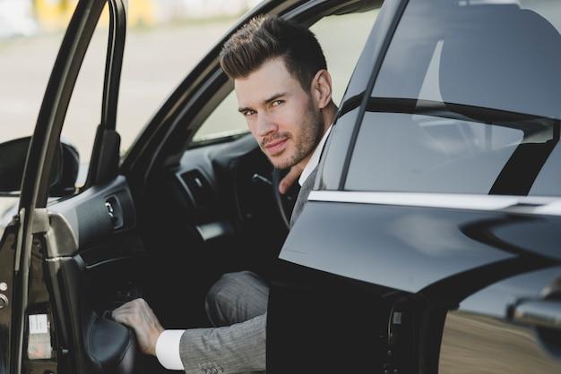 若い、ビジネスマン、開くこと、車、ドア