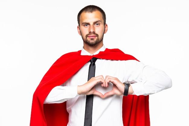 Молодой бизнесмен супергерой с сердечным знаком, изолированные на белом фоне