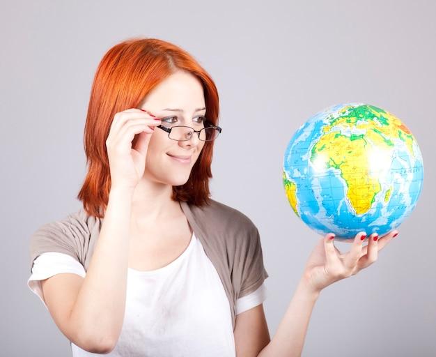 地球を持つ若い実業家