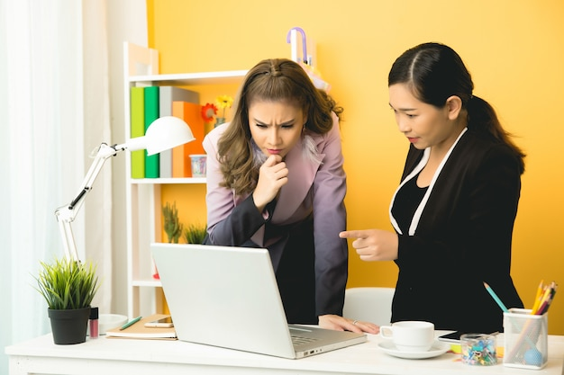 Young businesswomen talking chatting in office