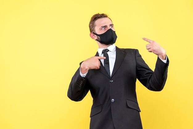 Молодой бизнесмен сам спрашивает, почему я над желтым
