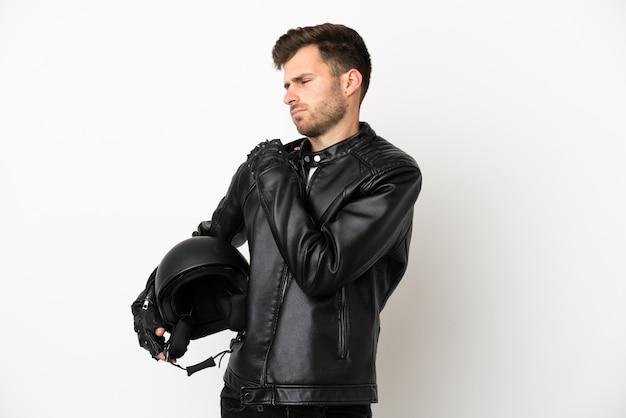 흰색 배경에 격리된 오토바이 헬멧을 쓴 백인 청년