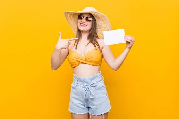 Young caucasian woman going to shopping young caucasian woman ready to go to the beach with a placard