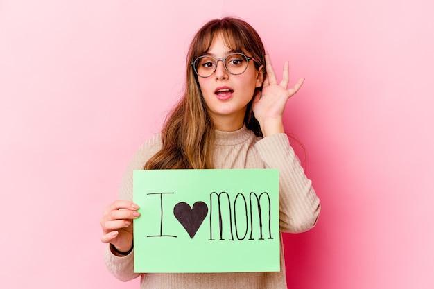 나는 가십을 듣고하려고 고립 된 엄마 사랑을 들고 젊은 백인 여자.