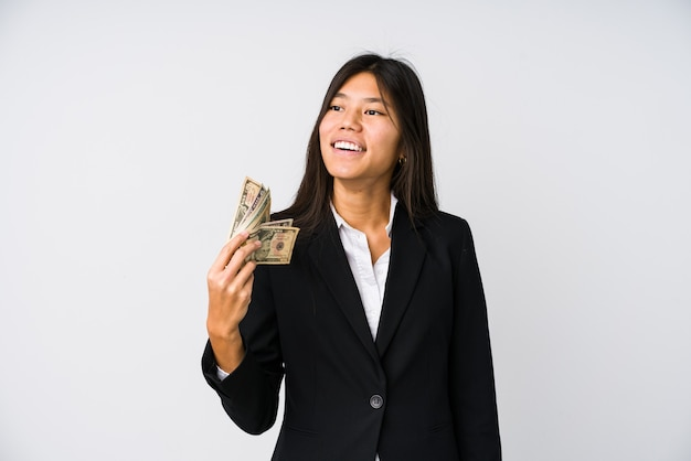 고립 된 돈을 들고 젊은 중국 비즈니스 우먼