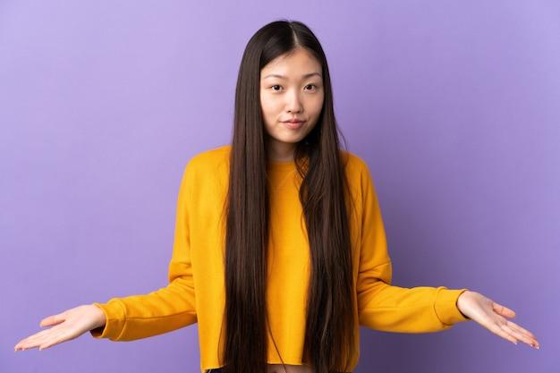 고립 된 젊은 중국 소녀
