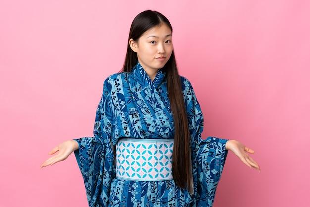 기모노를 입고 중국 소녀